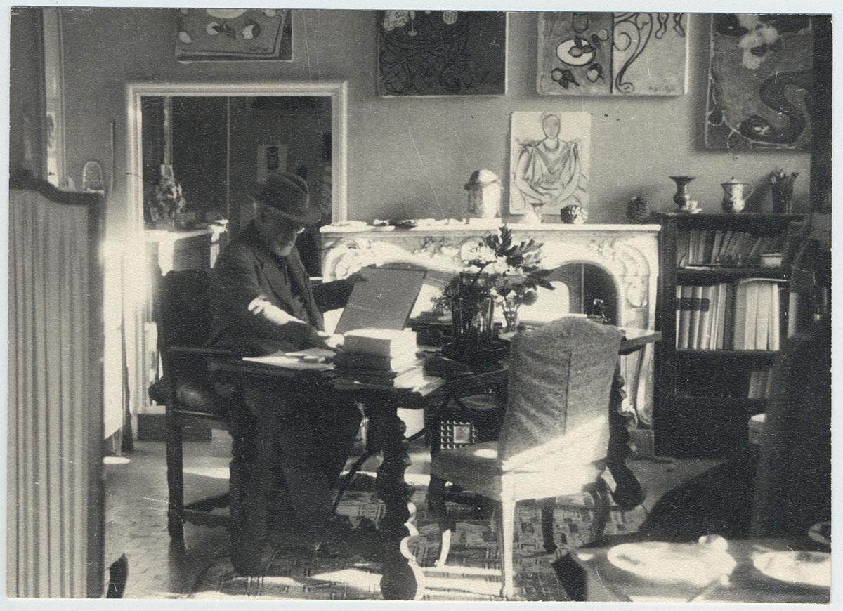 Photo : Matisse à la villa Le Rêve, Vence, 1946