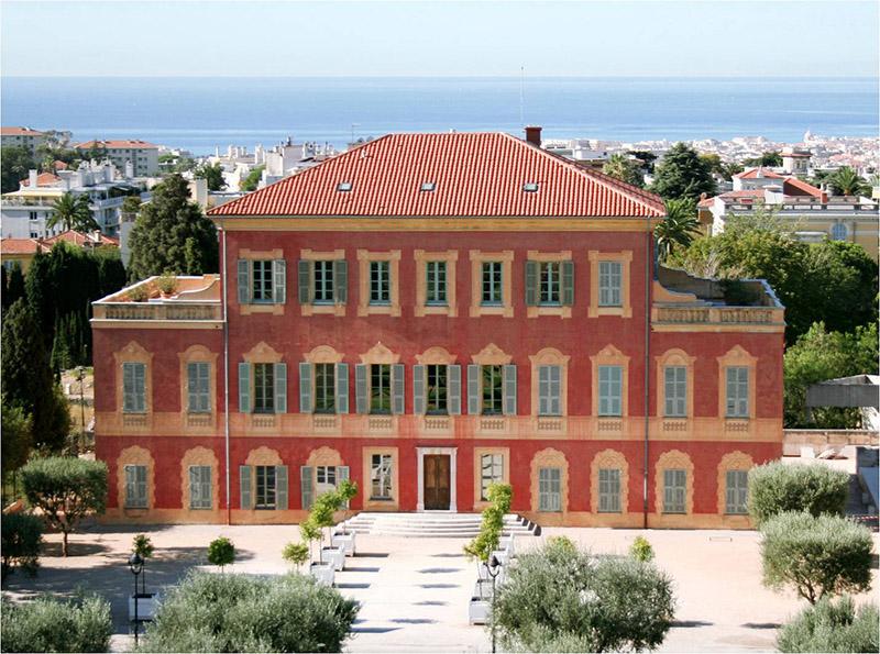 Le Musée Matisse, façade nord et parvis des orangers, vue semi-aérienne