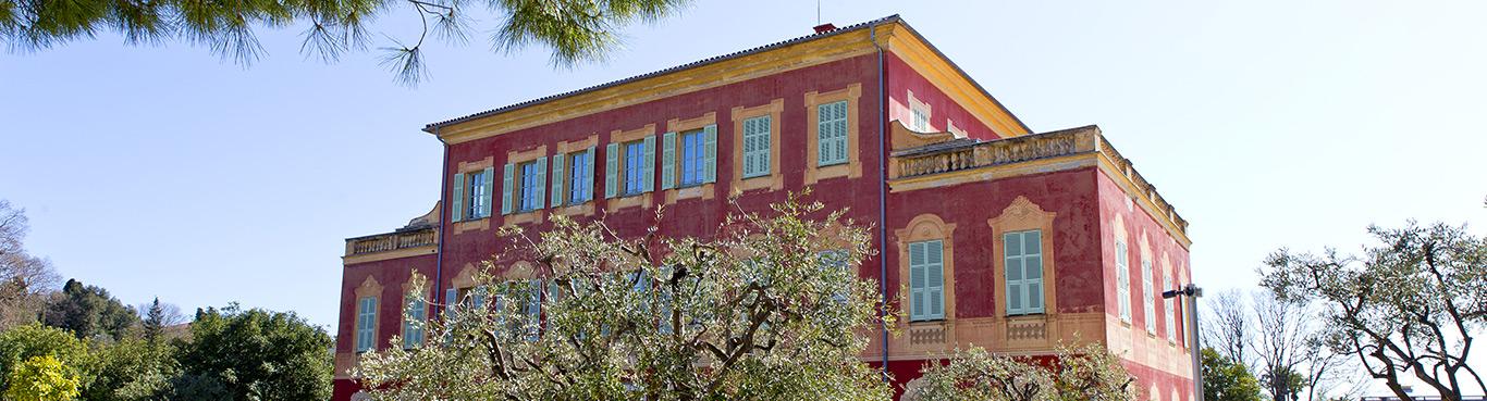 Vue de la villa Matisse à travers les oliviers