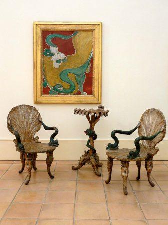 """Henri Matisse, """"Fauteuil rocaille"""" , Vence, 1946 - au premier plan : fauteuils et guéridon vénitiens ayant appartenu à l'artiste."""