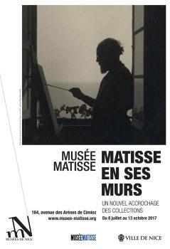 Affiche de l'exposition : Matisse en train de peindre devant sa fenêtre, face à la mer