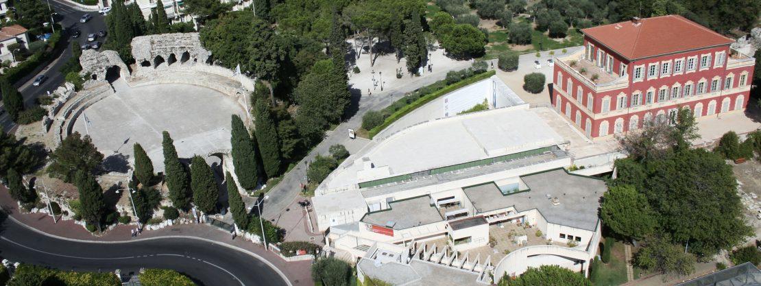 Musée Matisse, Nice - Façade ouest et sud du musée, vue générale avec les arènes romaines