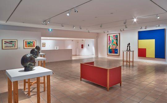 "Musée Matisse ""Les Murs reculent"" vue exposition - Ellsworth Kelly, Red, Yellow, Blue, 1963"