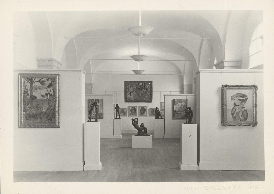 """Photographie de Jean Gilletta, vue de l'exposition """"Henri Matisse"""" à la galerie des Ponchettes, 1950"""