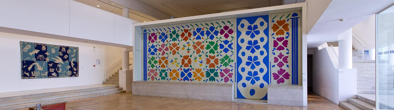 Vue du hall musée Matisse de Nice avec Fleurs et fruits 1952-1953